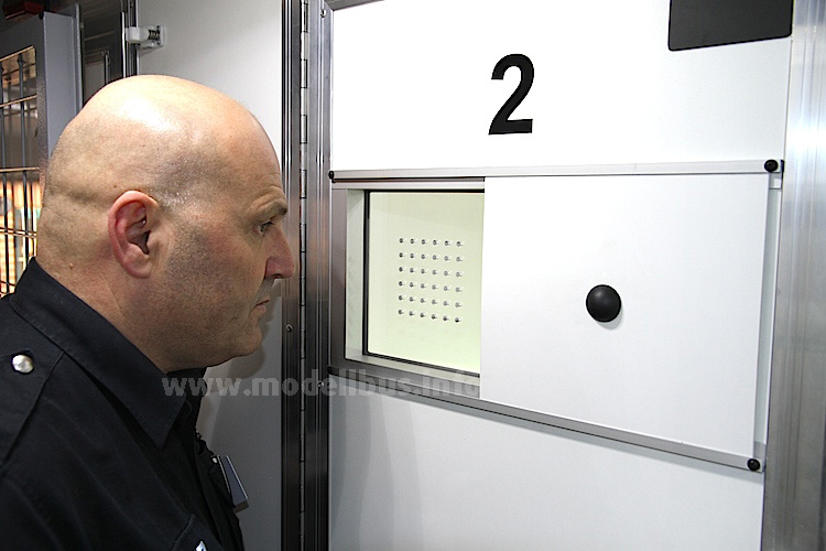 Kontrollfenster Zelle Gefangenentransport - modellbus.info
